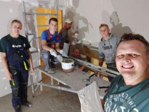Strażacy-remontują-salę-w-remizie-OSP-Bucze.jpg